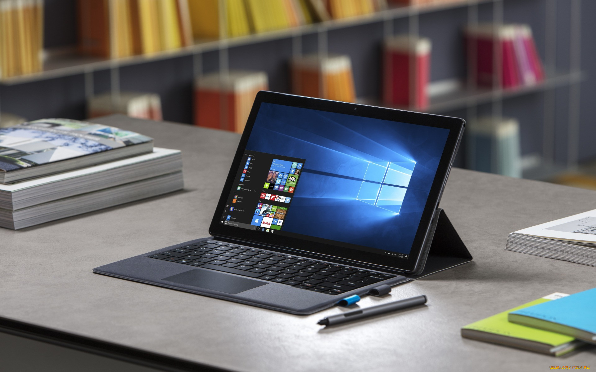 этому картинки компьютеров и ноутбуков на столе подходит любому человеку